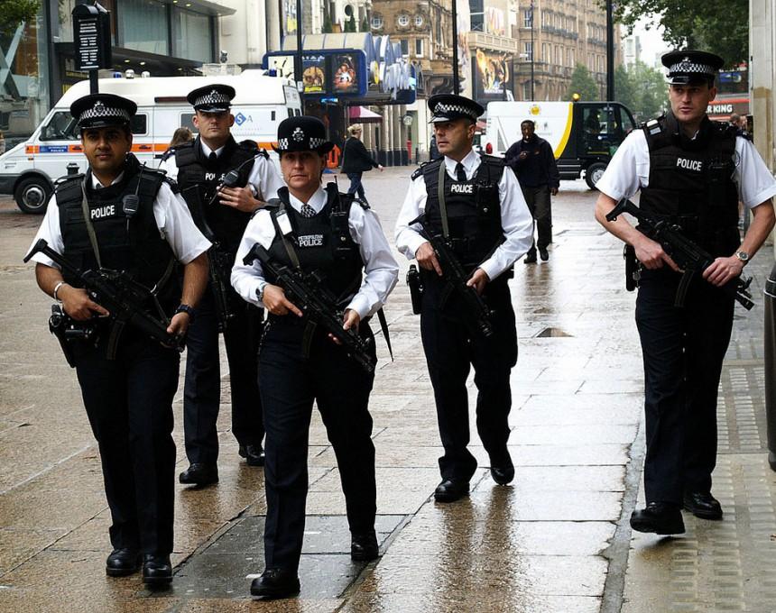 Британија  определила 12 милиони фунти за следните три години, како помош за властите во Кале и нивната борба со приливот на илегални имигранти
