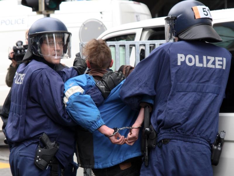 Германска полиција апси