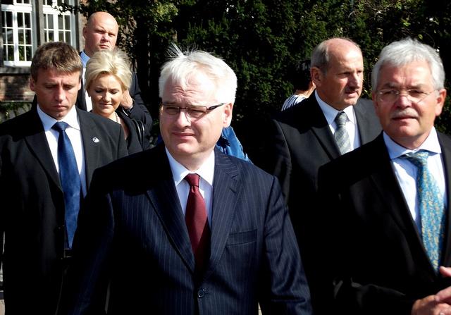 Своја кандидатура најави и сегашниот претседател на Хрватска, Иво Јосиповиќ