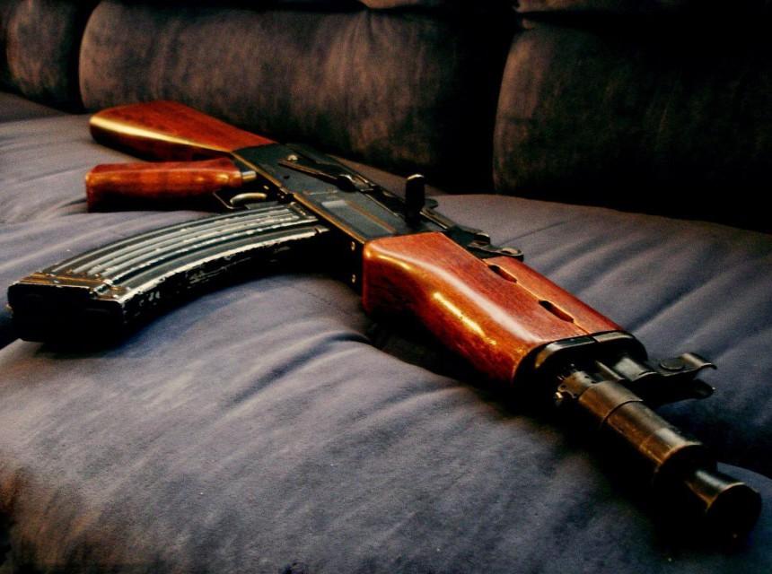 """Полицијата запленила """"Калашников"""" и две рамки со куршуми"""