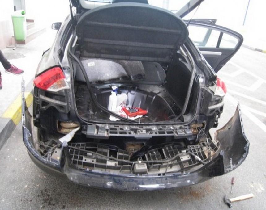 Дрогата била сокриена во специјално направен бункер во задниот дел на возилото