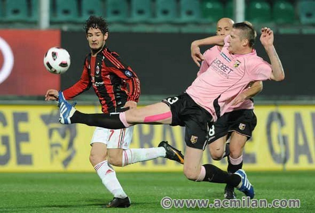 По овој пораз Милан заостанува девет бода зад лидерот Јувентус и се наоѓа на 7.место со 16 бодови