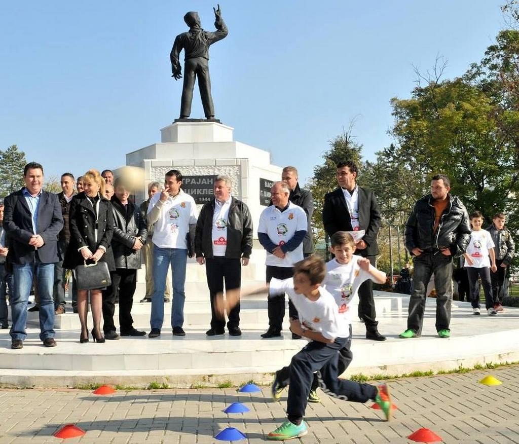 Целта на проектот е промовирање на Спортски Бон-Тон како модел на интегрирање на децата од училишна возраст