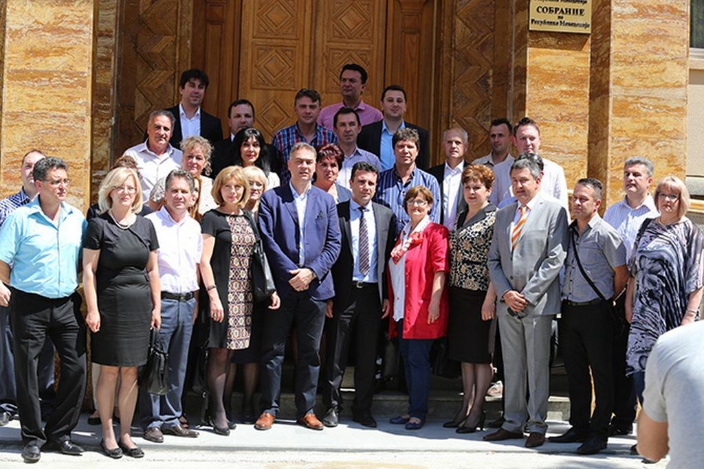 Лидерот на СДСМ, Зоран Заев, вчера потврди дека не се размислува за враќање во Парламентот