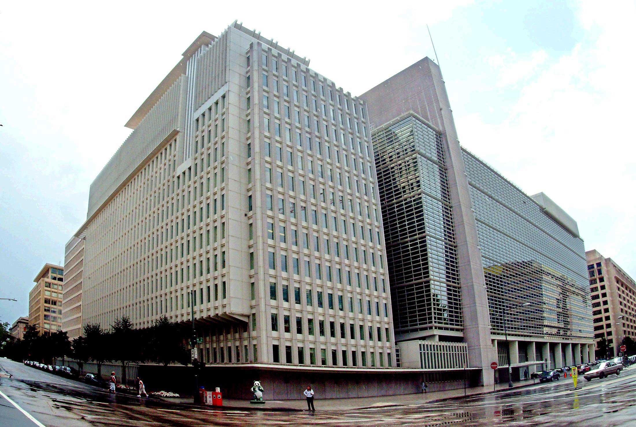 Доставувањето на заемот беше одобrено на 29 септември од Управниот совет на СБ