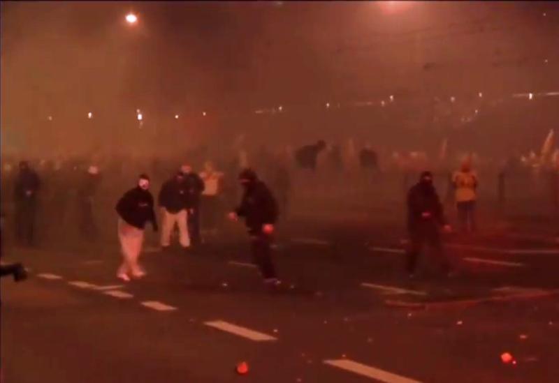 Демонстрантите ја нападнаа полската полиција