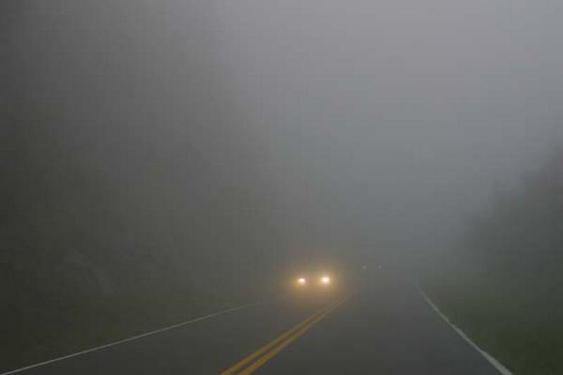 Намалена е видливоста до 10 метри на патиштата кај Маврово, а во Крушево од 50 до 60 метри