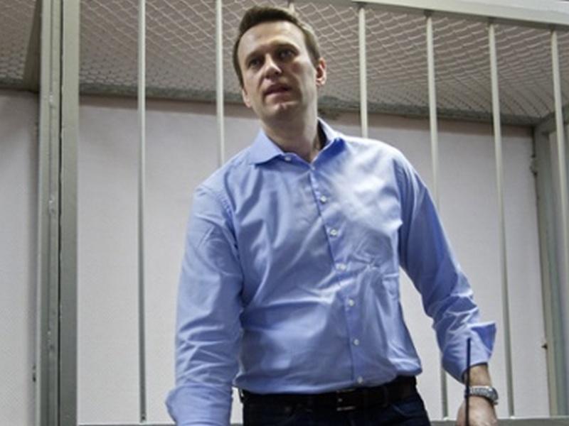 """Rastin Navalln disa e kondisiderojnë si pjesë të fushatës spër """"ngulfatje të disidentëve"""", kurse Kreml i hedh poshtë se shfyrtëzon gjykatën për pastrim hespesh me  kundërshtarët politik."""