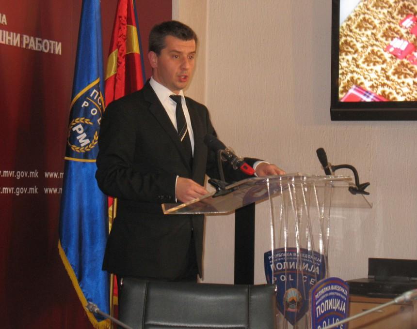 Според Котевски, постојат индиции дека службени лица и прогледнувале низ прсти на групата и не постапувале согласно овластувањата