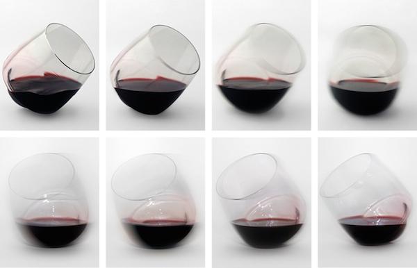 Овој изум се вика Сатурн чаша и од неа не може да ви се истури виното