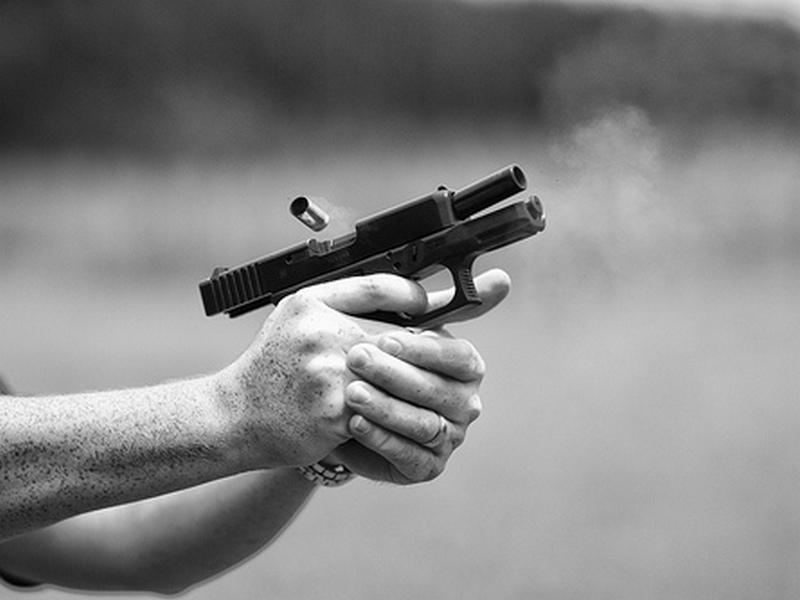 Гостинот на семејната веселба се застрелал во левата нога, мислејќи дека нема повеќе куршуми во рамката