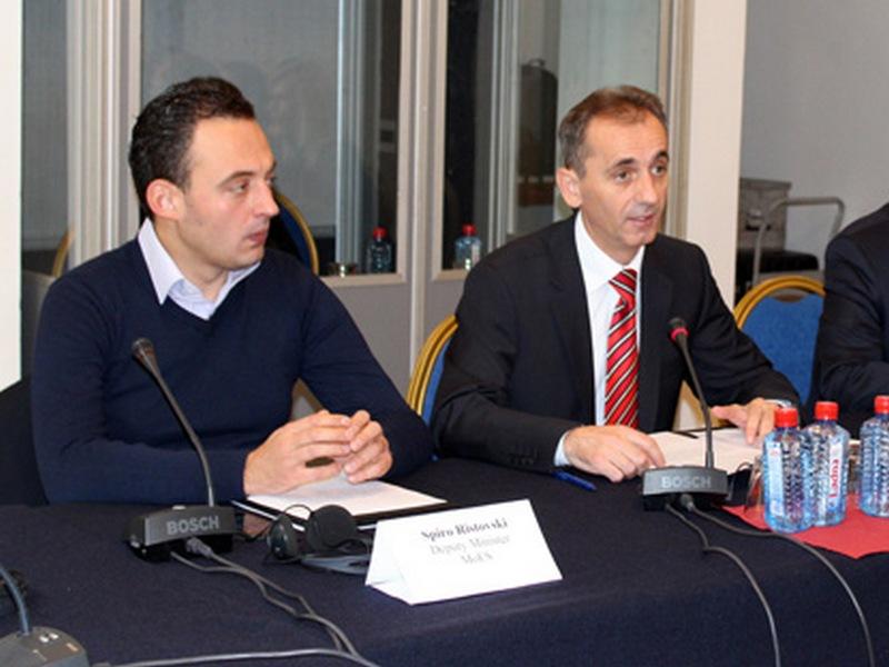 Државниот испит е дел од пакетот од пет предлог законски решенија, информираа Адеми и Ристовски