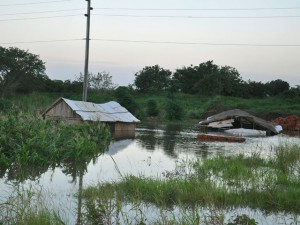 Поплавени домови Мадагаскар и Мозамбик