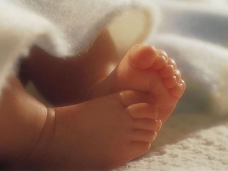 Новороденчето  тешко е 3 килограми и 550 грама и 51 сантиметри долго