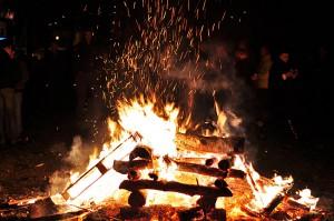 Целта на кампањата е да се едуцираат граѓаните како да постапат со огнот, кој претставува традиционален начин да се прослави овој голем христијански празник
