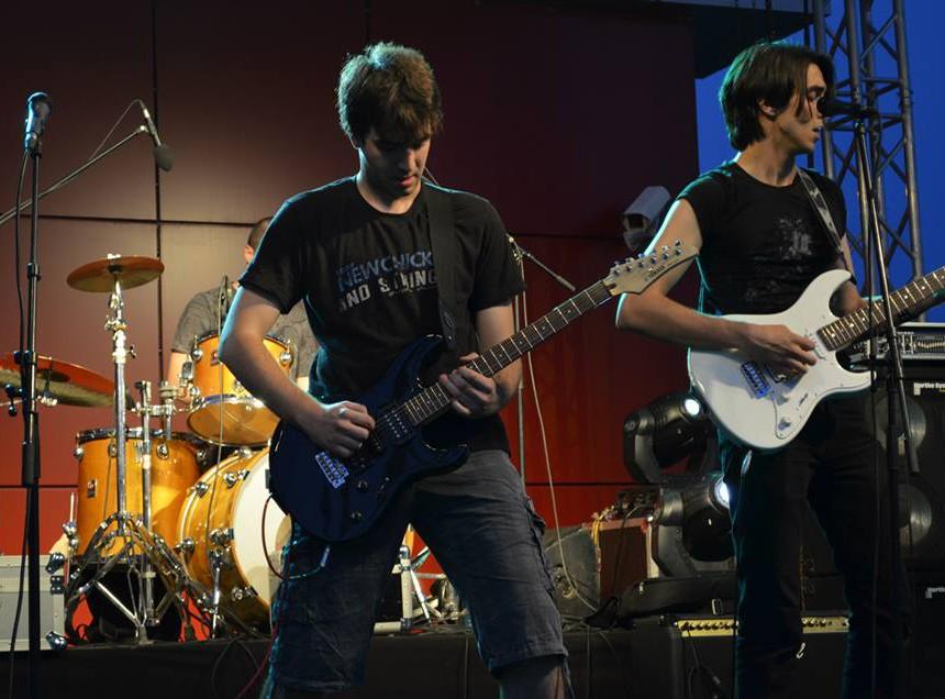 Бендот Визија е формиран во 2011 година во Скопје