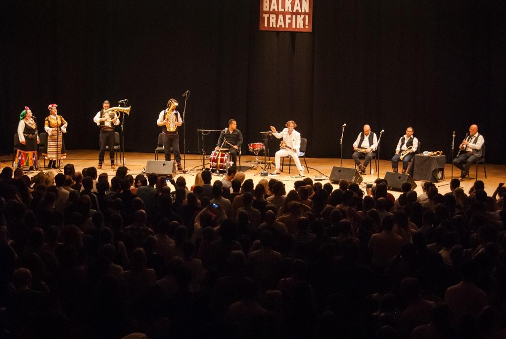 """Бреговиќ ја крена на нозе публиката на фестивалот """"Балкан трафик"""" во Брисел"""