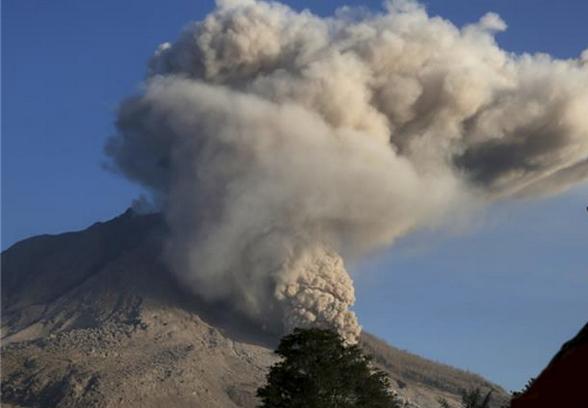 Индонезија вулкан