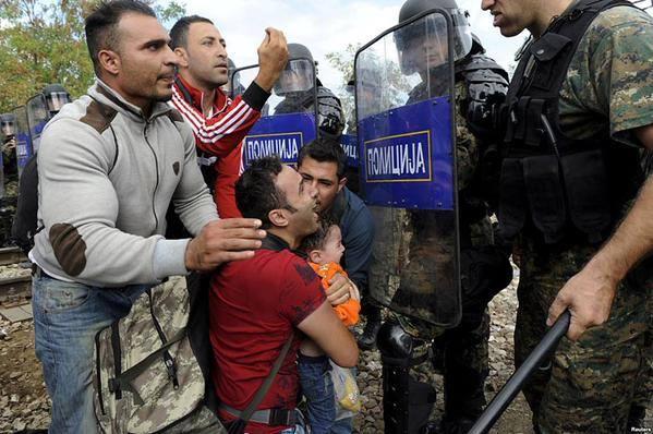 Мигранти граница