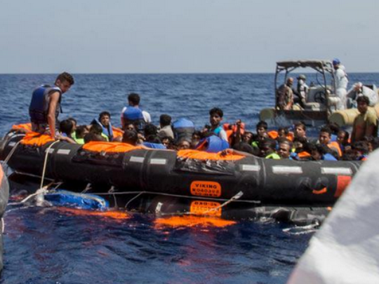 Мигранти чамец