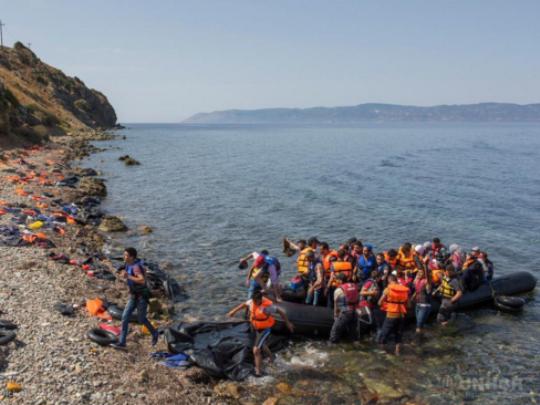 grcija begalci brod бегалци