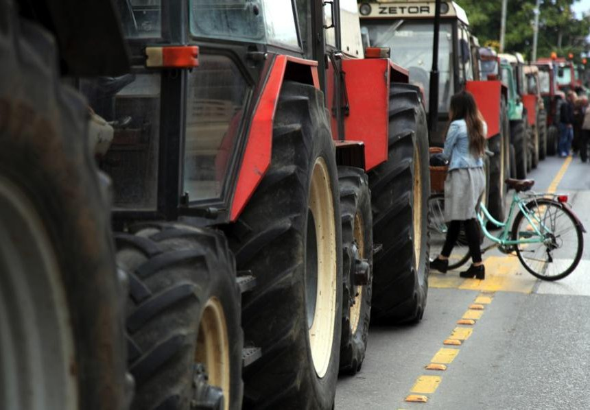 грција трактори земјоделци