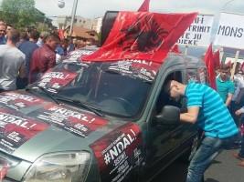 протест на Албанци