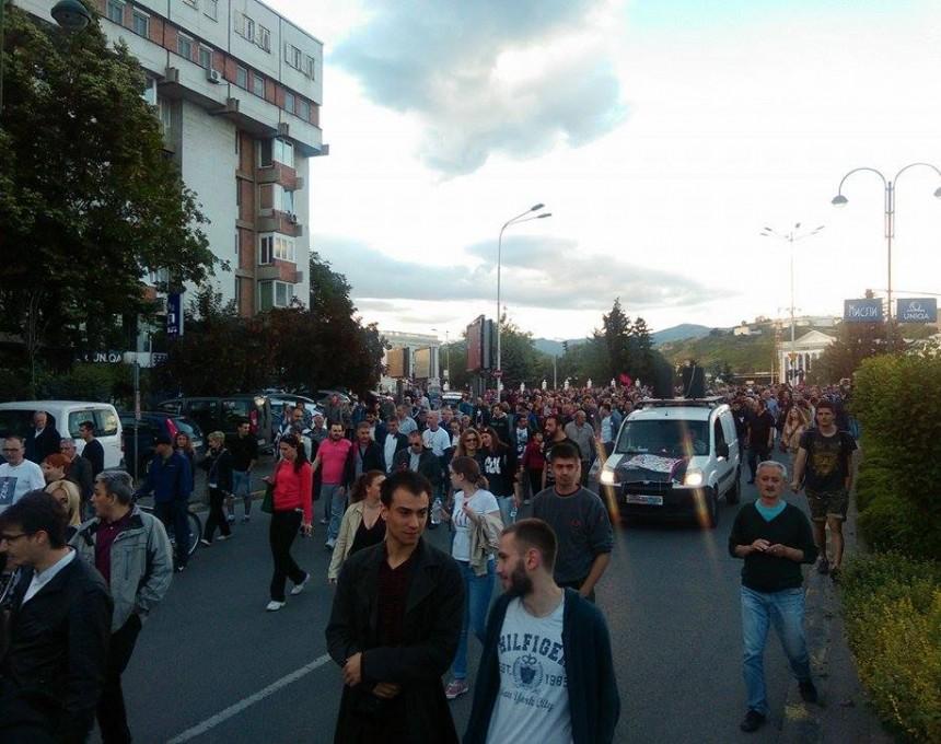 Протестирам протест Шарена Револуција