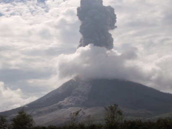 erupcija mont sinabung