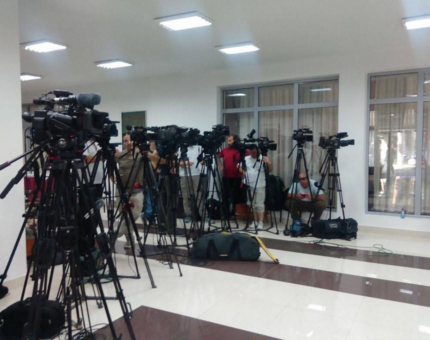 Клуб на пратеници, новинари, медиуми mediumi