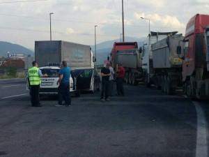 гостивар-блокада-комунални камиони
