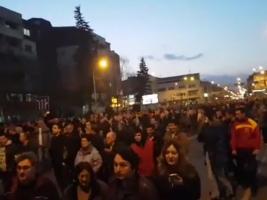 protest tvrdokorni pred vlada 1