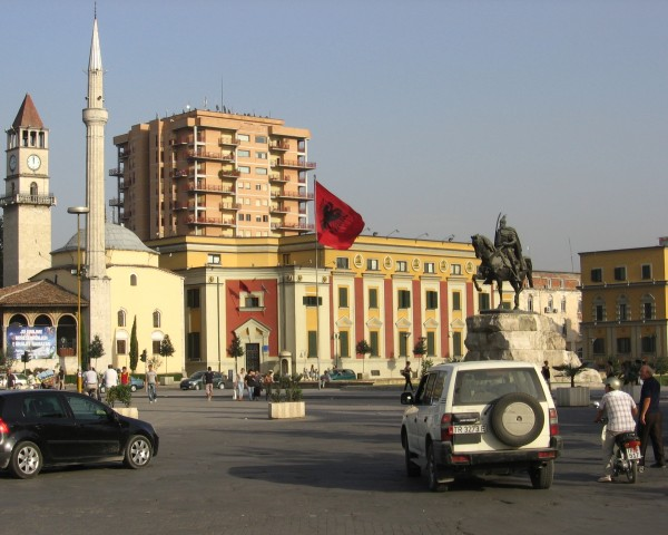 Tirana-pomnik