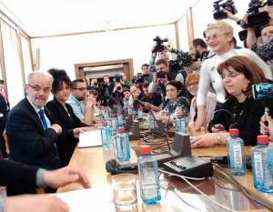 Talat Dzaferi so novinari
