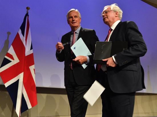 Mishel Barnie i Dejvid Dejvis vo Brisel 19jun17 - Evropska komisija