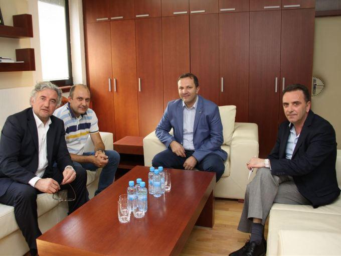Спасовски со претставници на УЕФА