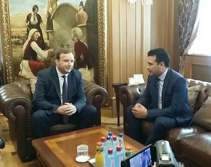 Zoran Zaev Emil Dimitriev primopredavanje premier Vlada 1jun17 - Meta