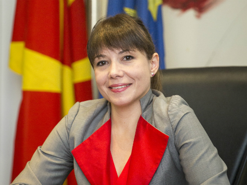 minister Mila Carovska 1jun17 -MinTrudSoc