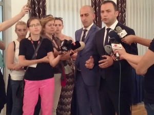 Bujar Osmani i Bilen Saliji minister za pravda Klub na pratenici 24jul17 - Meta