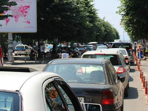 Ohrid parking avtomobili ulica guzhva 15jul17 - Super Radio