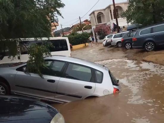 Toroni Grcija poplava propadnat avtomobil 17jul17