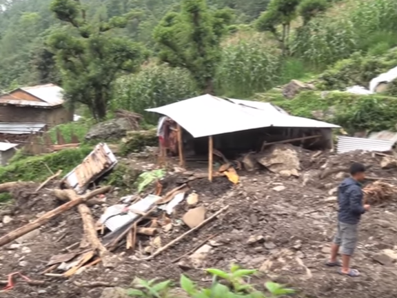 Nepal, monsuni, lizganje na zemjiste