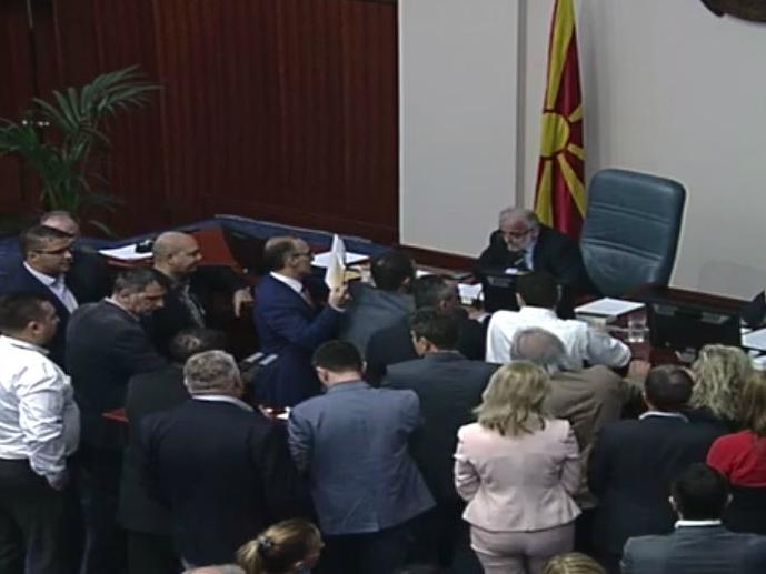 Sobranie VMRO-DPMNE pratenici pred Talat 13sep17 - screenshot