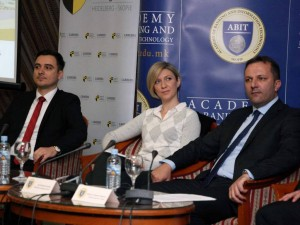 Arafat Muaremi, Lence Ristoska i Oliver Spasovski - konferencija