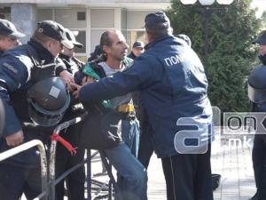 Intervencija na policijata pred sudot za vreme na presudata za Divo Naselje