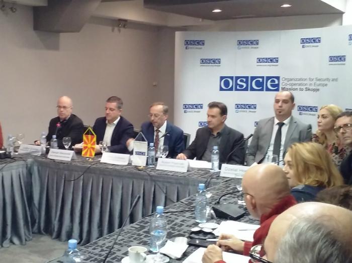 Jonathan Stoneman na kraj levo za 4 kanal MRT trkalezna masa na OBSE 27noe17 - Meta