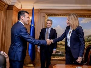 Mateo Rivelini i Dubravka Negre od Evropska investiciska banka so Zaev 30noe17 - Vlada na RM