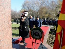 Zaev i Borisov pred spomenikot na Boris Trajkovski 2