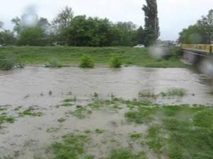reka poplava izlevanje