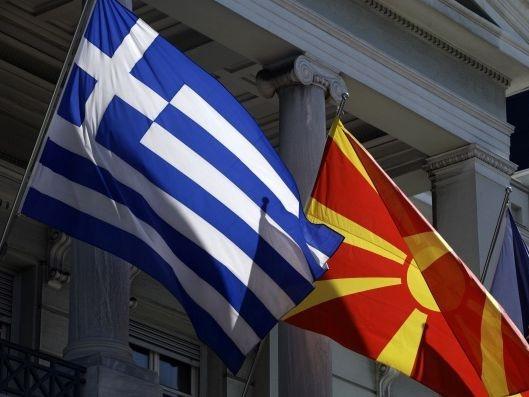 Грчко-и-македонско-знаме